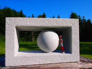 アルテ 白い丸の彫刻