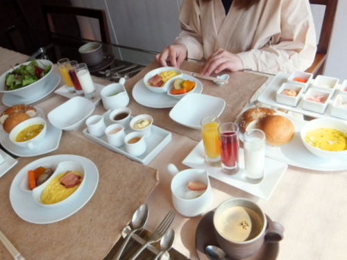 13朝食シーン.jpg