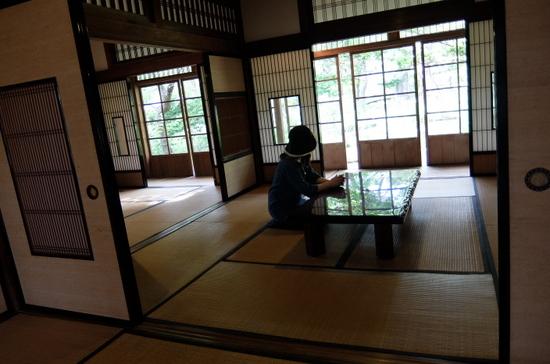 15関川家別荘居間.JPG