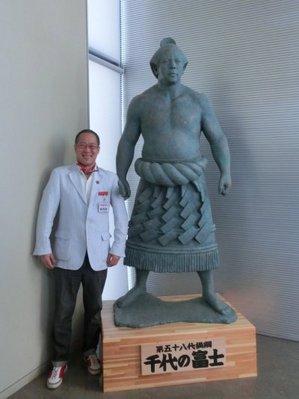 17相撲塑像.JPG