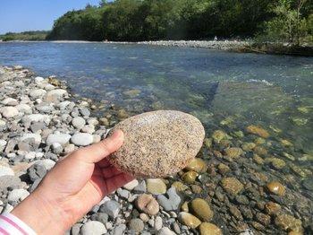 15甘い川と石.JPGのサムネール画像