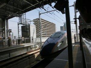 05走ってきた新幹線.JPG